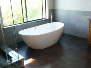P White Bath tub
